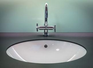 Jak aranżować swoją łazienkę – bateria umywalkowa wysoka