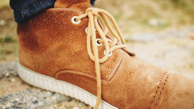 jak czyścić buty zamszowe