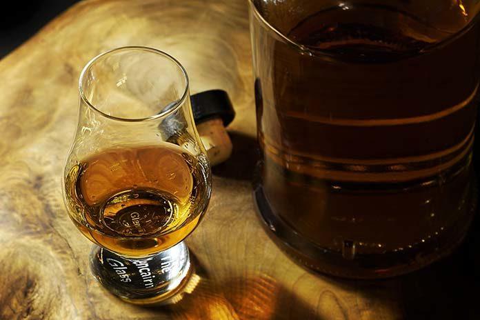 Czym różni się american whiskey od jej europejskiego odpowiednika?