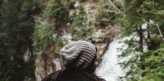 Jak dobrać czapkę do stroju?
